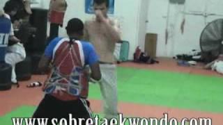 Taekwondo con el Olímpico Gabriel Mercedes. Resistencia a la fuerza rapidez