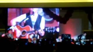 Boyce Avenue - Umbrella (Live in Manila)