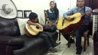 La rosa de saron-Jaziel aprendiendo Vihuela