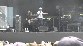 "Aloe Blacc- ""I Need a Dollar"" Live (720p HD) at Lollapalooza on August 4, 2012"