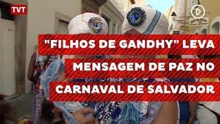 """""""Filhos de Gandhy"""" lebva mensagem de paz no carnaval de Salvador"""