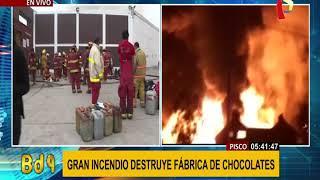 Pisco: gran incendio destruye fábrica de chocolates (2/3)