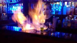 Léo e Fábio bebendo Flamejante...