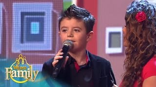 7-jarige Giovanni zingt samen met John West | We Are Family 2015 | SBS6