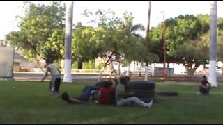Sk family | En la plaza 2010 [Parkour & Freerun]