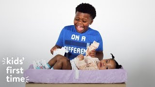 Kids' First Time Changing Diapers | HiHo Kids