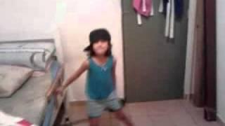 menina de 5 anos dançando funk