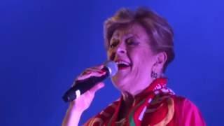 """Simone de Oliveira: """"Desfolhada Portuguesa"""" (ao vivo na Feira Mostra de Mação, 30.06.2016)."""