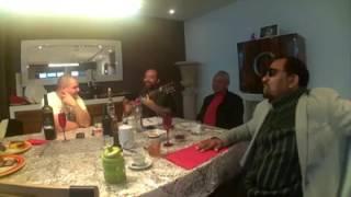 Cantores angolanos Bonga e Paulo Flores convivendo