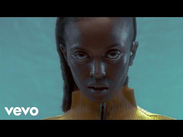 Videoclip de Kelela - Blue Light