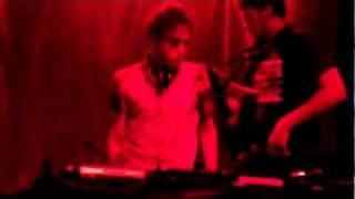 Bass Down Low - T-Rex Edition - 10/12/2011 - Dj Hashta e Tom Loureiro(Live on Guitar)  part2