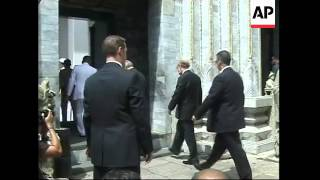 Rumsfeld visits Grand Palace in Bangkok