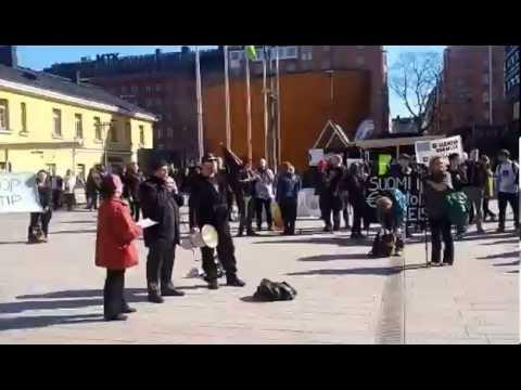 KTP Kommunistit mielenosoituksessa EU:ta vastaan 11.4.2015