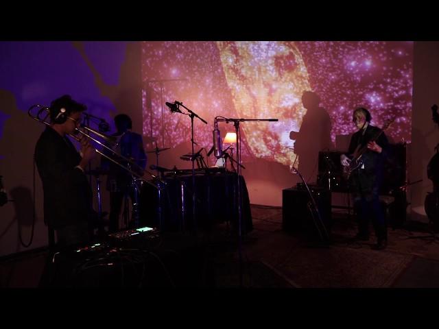 Multi-percusión, trombón y bajo combinados con música electrónica para crear nuestra personal visión de la música.