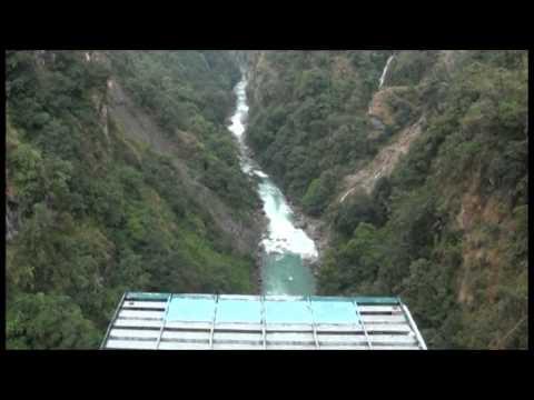 walk like a pinguim and fly like a bird … bungee jump garcia nepal-tibet