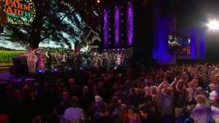 Willie Nelson - I Saw the Light Finale  (Live at Farm Aid 2014)