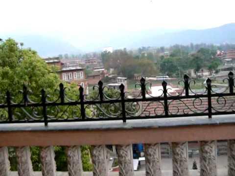 Nepal Bhaktapur – Boys Chanting