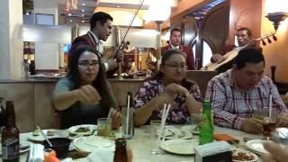 Tisha celebra cumpleaños con su mama en cantina El León de Oro.