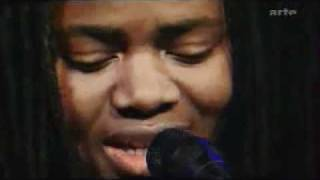 Tracy Chapman - Baby Can I Hold You (Live 2002)