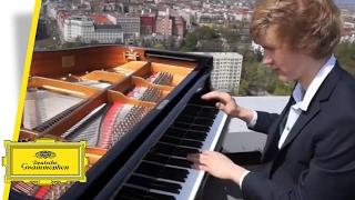 Jan Lisiecki - Mozart - Piano Concertos Nos. 20 + 21 (Berlin Interview)