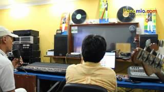 Juan Farfán, en estudios grabación 2012