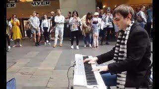 Titanic - Amazing Street Performance
