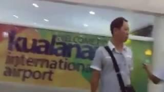 Pegawai Lion Air Bongkar Koper Penumpang, dan Penumpang  Ngamuk