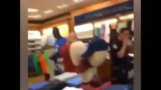 LIL BOOSIE GETS PEPPER SPRAYED IN THE MALL BY SECURITY ( HOOD VIDEO )