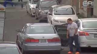 Así es como roban las llantas y rines de los autos