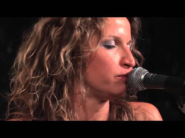 Video oficial de la canción license to steal de Ana Popovic