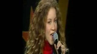 Amanda Marshall sings National Anthem O canada