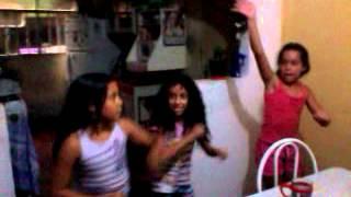 Bibi,Isa e Nina dançando Ah Lelek lek lek lek