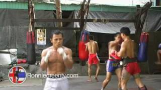 Boxing Eastern Style. PABA Champion training in Thailand. Very fast hands.