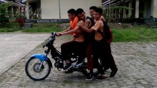 lucu jumping motor (rock and roll)