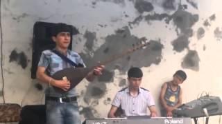 Kurtlar Vadisi Müziğini Bağlama İle Çalan Azerbaycanlı Genç