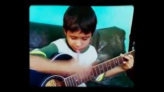 Menino cego cantando e tocando violão! Vejam