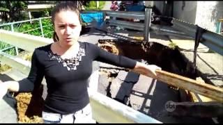 Em Barra do Piraí moradores estão ilhados por conta de uma ponte que cedeu há meses