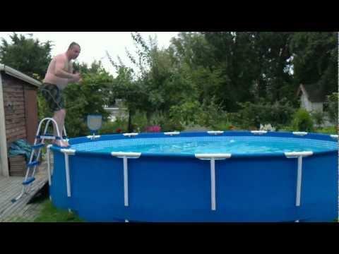 havuzda bir erkek - poolkonster - no diving