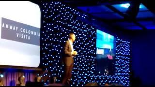 Doug de Vos en Colombia, el presidente de Amway comparte su visión