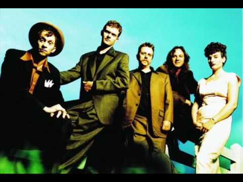 Anything But Love de Squirrel Nut Zippers Letra y Video