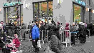 Proteste begleiten Primark-Eröffnung in Münster