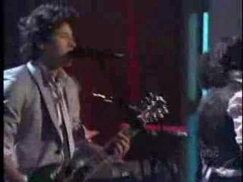 Take On Me de The Jones Brothers Letra y Video