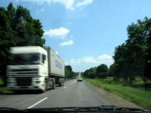 Esto es lo que pasa en la tipica carretera Ucraniana