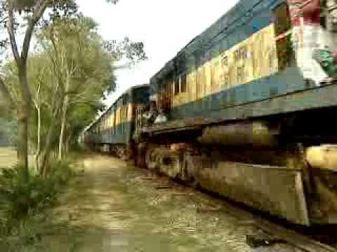 Bangladesh Railway Modhumoti Intercity Exp. speedy going to Rajbari rail station.MP4