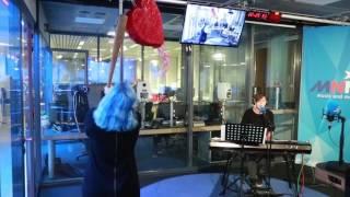 MNM: DJ Laurens Luyten & Celine De Mulder - Hold Me Now (Valentijn Cover) Live
