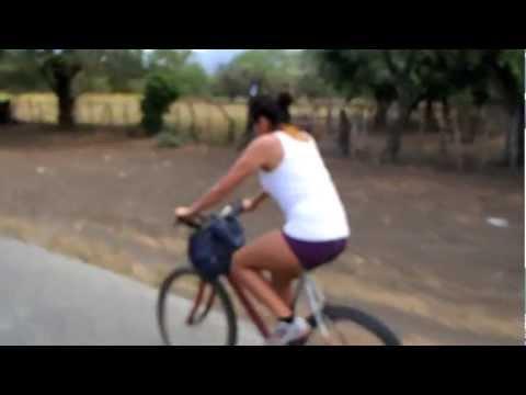 mochiLEROs pedaleando en Isla Ometepe, Nicaragua