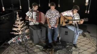 Os Azeitonas - Velho Amigo ao vivo no MTV Brand New Tapete