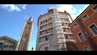 Parma, sul tetto del Battistero dell'Antelami danneggiato dal terremoto