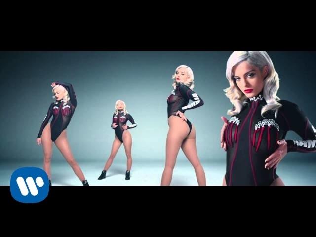 Videoclip oficial de 'No Broken Hearts', de Bebe Rexha y Nicki Minaj.