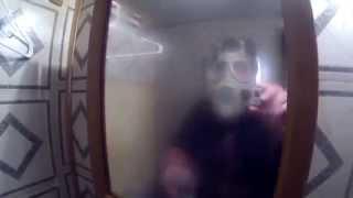 Un terribile scherzo in doccia di un padre al figlio
